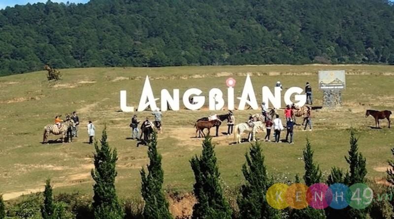 Tham quang du lịch đỉnh LangBiang