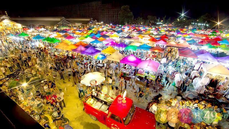 Chợ đêmRot Fai Ratchada và Rot Fai Srinakarin