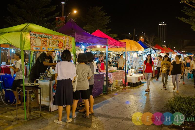 Chợ đêm Rot Fai Srinakarin