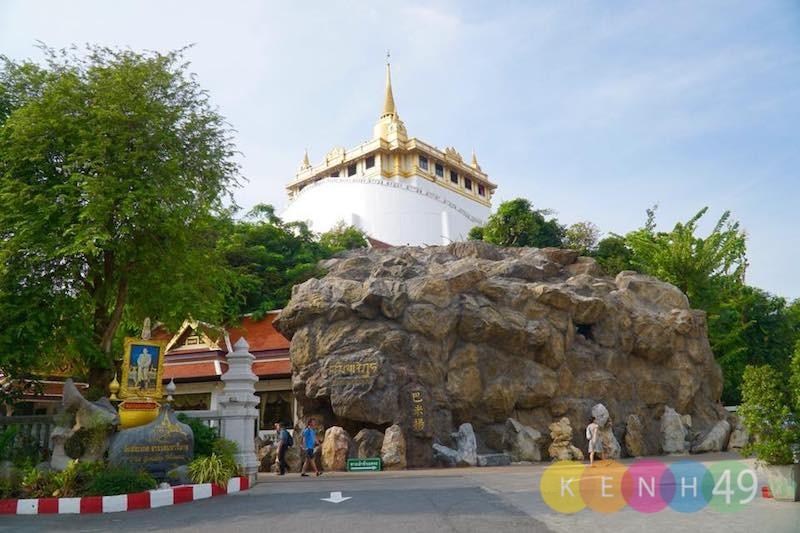 Chùa núi vàng - Tòa tháp Chedi